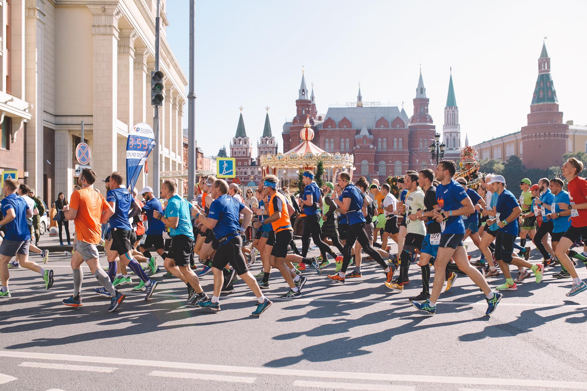 dd7913f14298 Примите участие в самом массовом забеге России — пробегите марафон по  центру столицы. Главный марафон страны. 42,2 км и 10 км в сердце города.